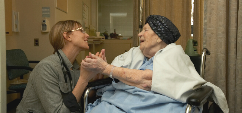 photo of a nurse with a geriatrics care