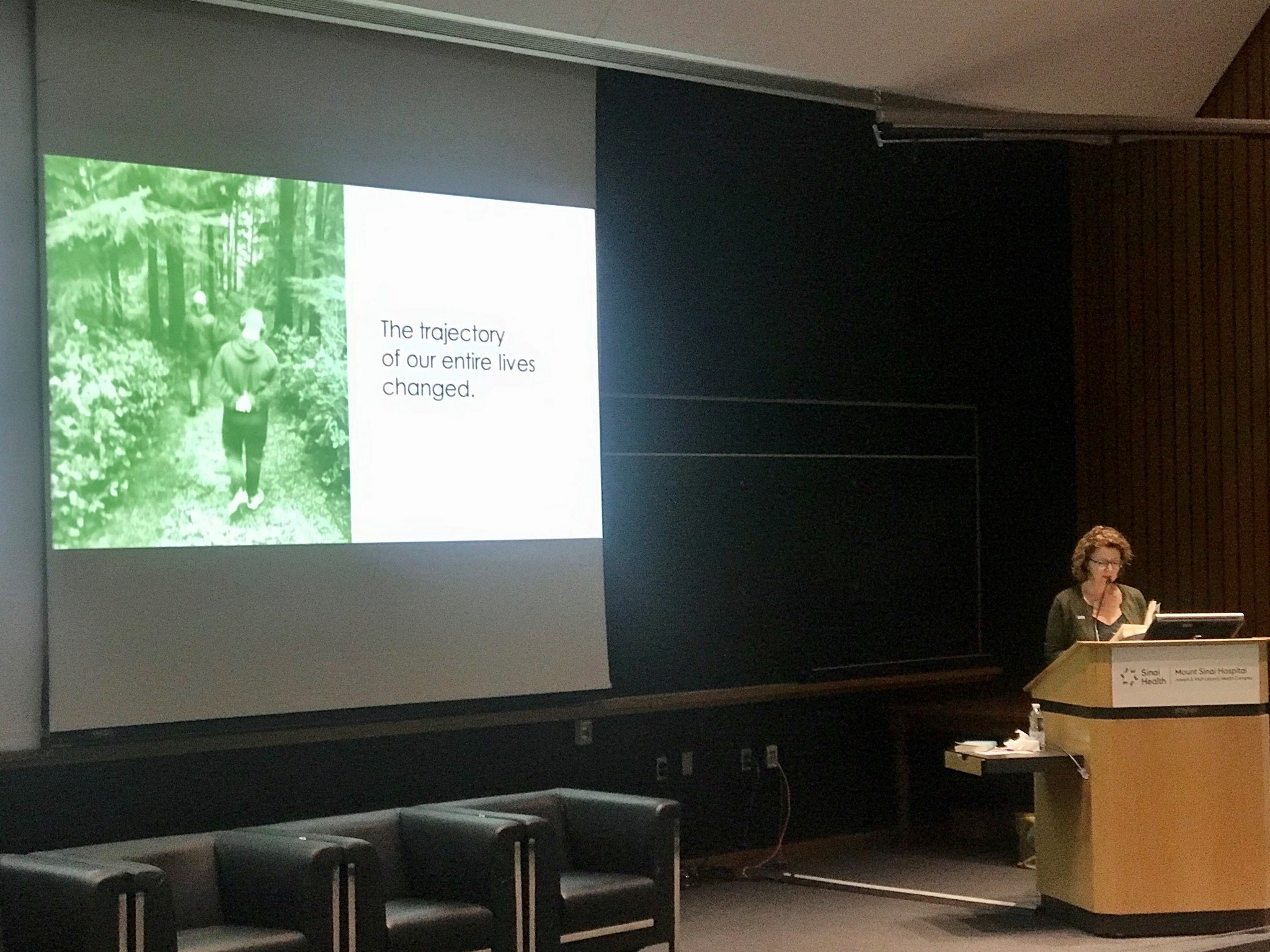 Sue Robins speaking at Mount Sinai's auditorium